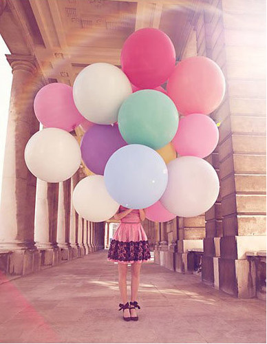 picture,balloons,cute,balloon,style,colors,girl-fe528324134008834c4973968b8f9e3d_h