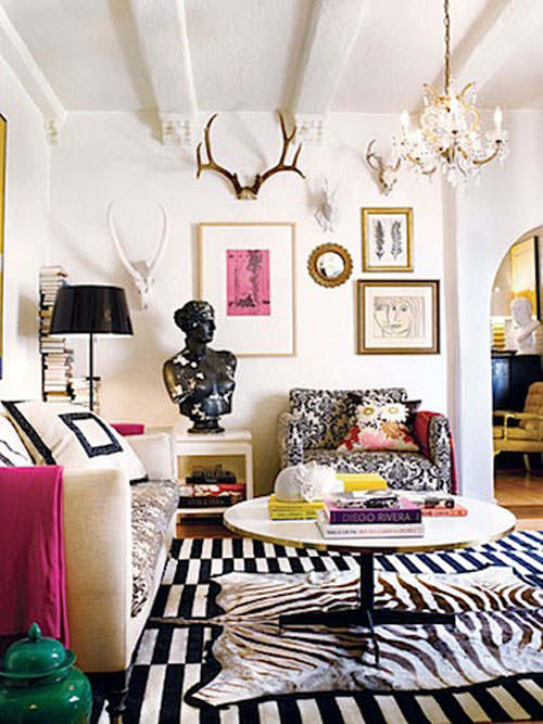antlers-from-sara-russell-interiors-via-the-farmers-trophy-wife