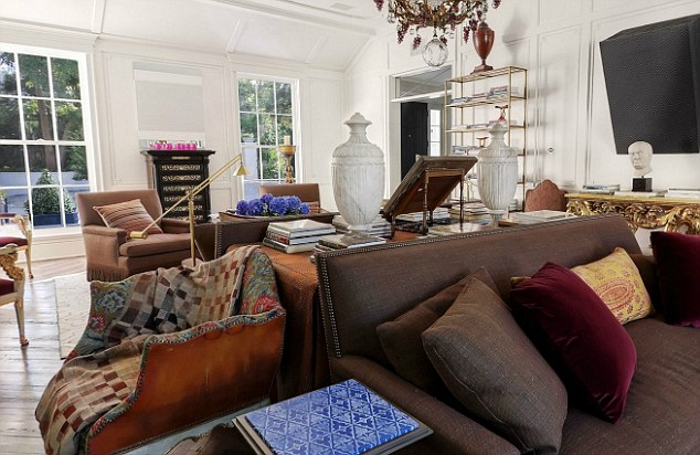 article-2163260-13BE1C89000005DC-299_634x412 Gwyneth Paltrow Home The OP Life