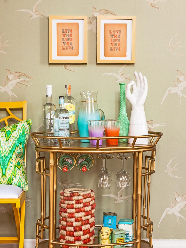 Original_Jeanine-Hays-Bar-Carts-Society-Gold-Bamboo-With-Green-Wallpaper_s3x4.jpg.rend.hgtvcom.1280.1707