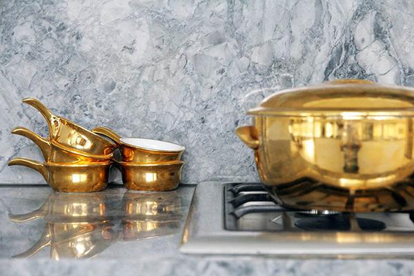 above-Backsplash-gold-plain-brass-pot-kitchen-gray-abstract-marble-stone-Backsplash-above-Backsplash-silver-plain-iron-gas-stove