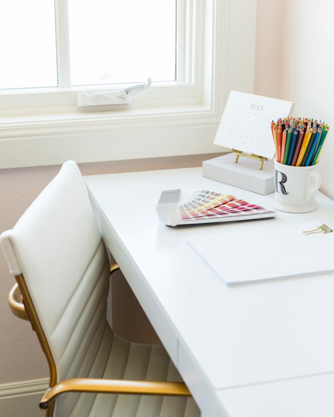 feminine-office-space-pink-peonies-40